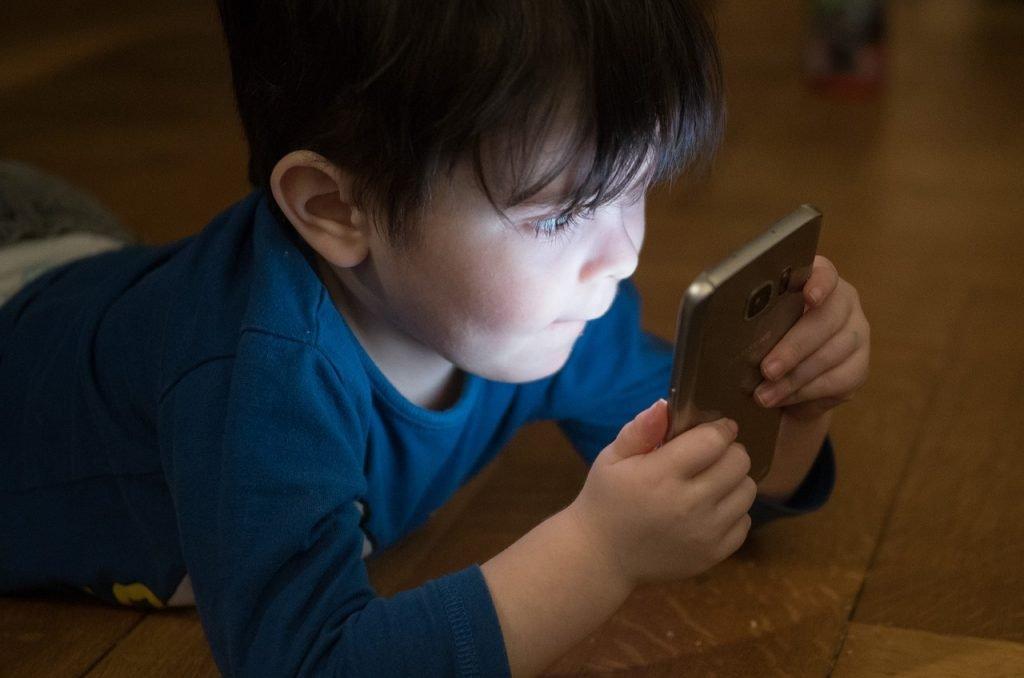 cellulare ai bambini 1