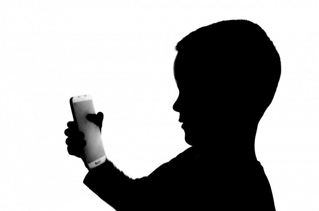 cellulare ai bambini 0